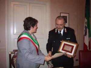 E' il 27 dicembre 2002 quando il maresciallo Balsamo riceve la cittadinanza onoraria dalla sindachessa Salvina Gambera