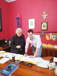 Il sindaco Barchitta e l'istruttore Bls-D Filippo Scavo