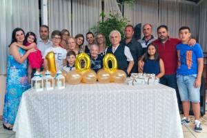 La festeggiata in foto di gruppo